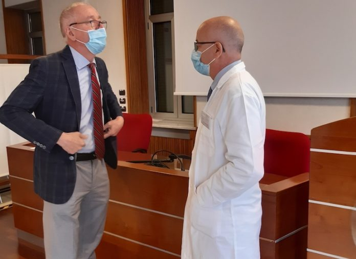 Ospedale Santa Croce Cuneo: il direttore di presidio Alessandro Garibaldi con il chirurgo Giulio Melloni