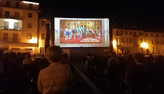 cinema all'aperto piazza castello