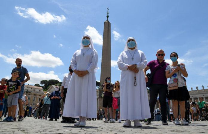 Vaticano, 7 giugno 2020: Angelus di Papa Francesco in piazza San PIetro - foto SIR/Marco Calvarese