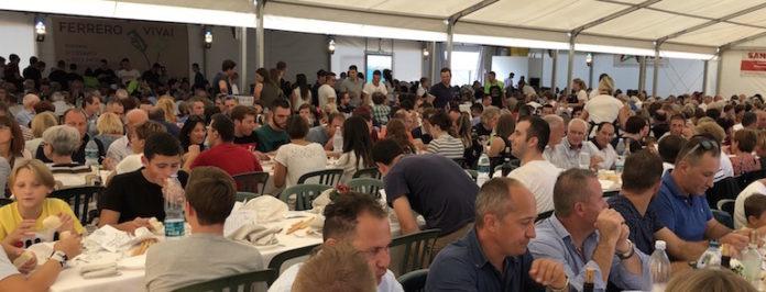 pranzo durante una festa di paranoie