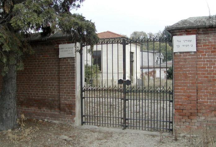 Il settore ebraico del cimitero di Fossano