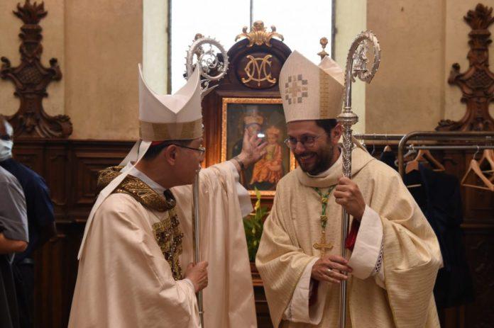 Card Luis Tagle e padre Giorgio Marengo Copia