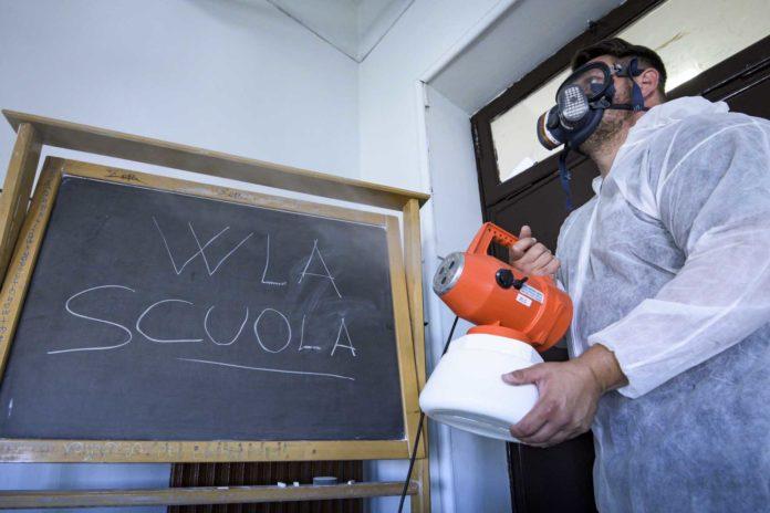 Roma 12-6-2020 Suola Magistrale Giosuè Carducci. Sanificazione dei locali scolastici per la pandemia del Covid-19