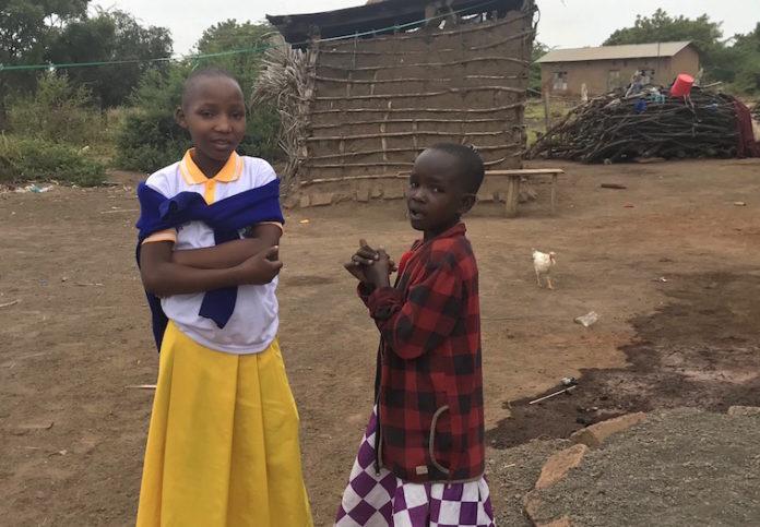 Tanzania - ragazze del villaggio di kifaru