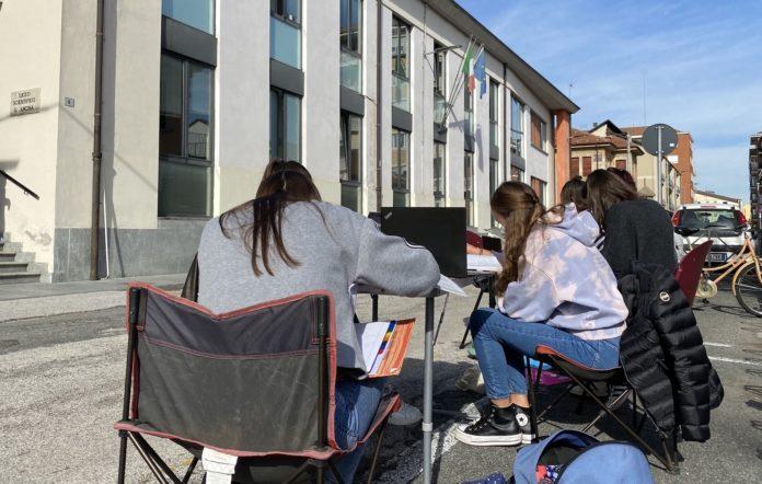 Liceo Ancina: la Protesta delle Studentesse entro la dad