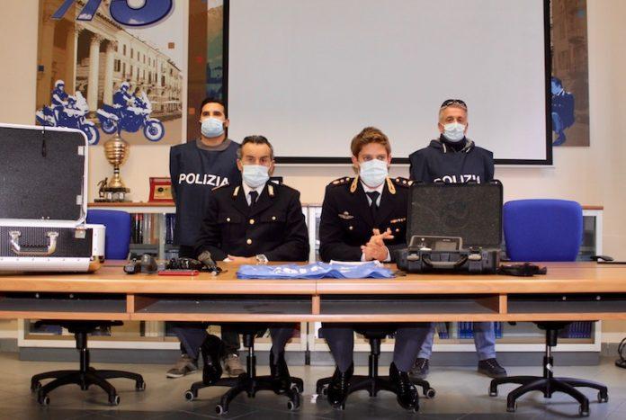 Gli arrestati viaggiavano dal Piemonte all'Emilia Romagna, dove colpivano