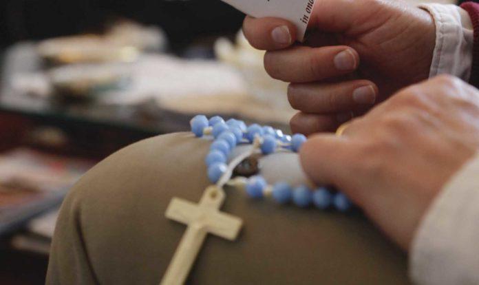 Roma, 18 marzo 2020. Le famiglie pregano il Santo Rosario nelle case al tempo del Corona Virus