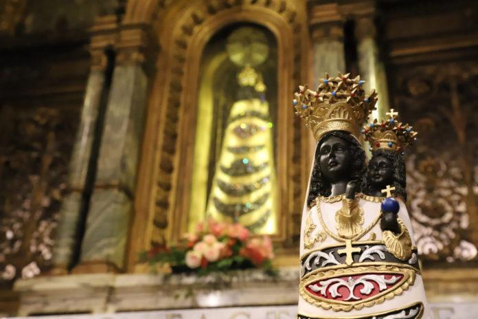 La statua della Vergine Lauretana fotografata nella Santa Casa di Loreto