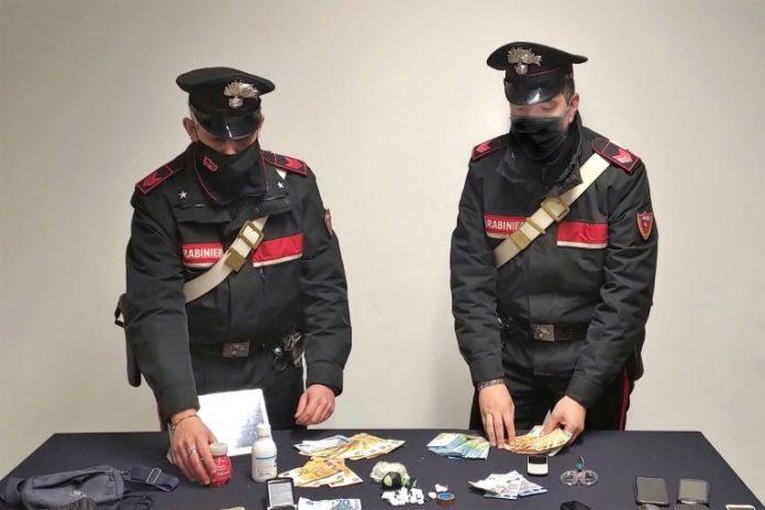 Carabinieri arrestano 20enne a Dogliani per droga