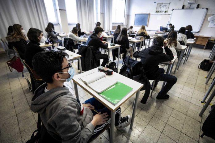 Roma 18–01-2021 Scuola Liceo Classico Giulio Cesare Riapertura della scuola, con gli alunni in presenza dopo il Lockdown, dovuto alla pandemia Covid-19/ Corona Virus