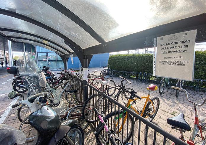 Bici rastrelliere stazione ferroviaria