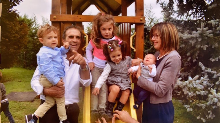 Walter trucco con la moglie e nipotini