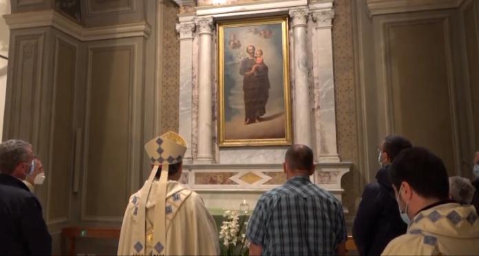 Accensione della lampada all'altare di San Giuseppe al santuario di Cussanio