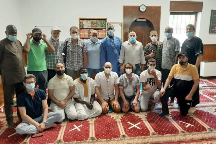 Sacerdoti e diaconi nella moschea di Fossano