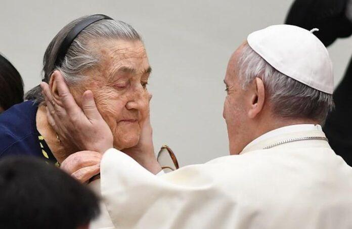 Papa Anziani Udienza 08 2017