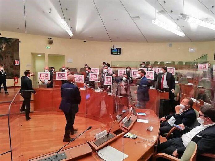Gioco d'azzardo, la protesta in Consiglio regionale