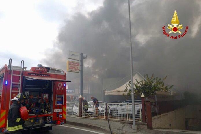 Incendio in una concessionaria di Savigliano