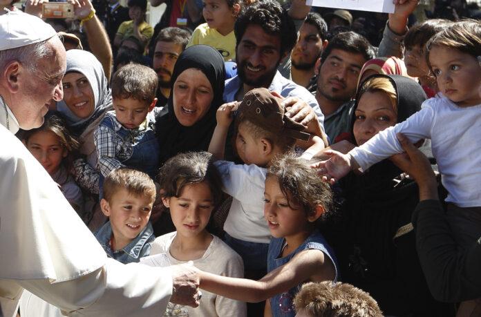 Il Papa con i rifugiati nel campo di Lesbo, aprile 2016