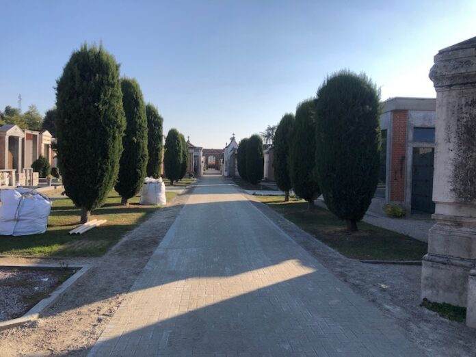Cimitero Fossano vialetti